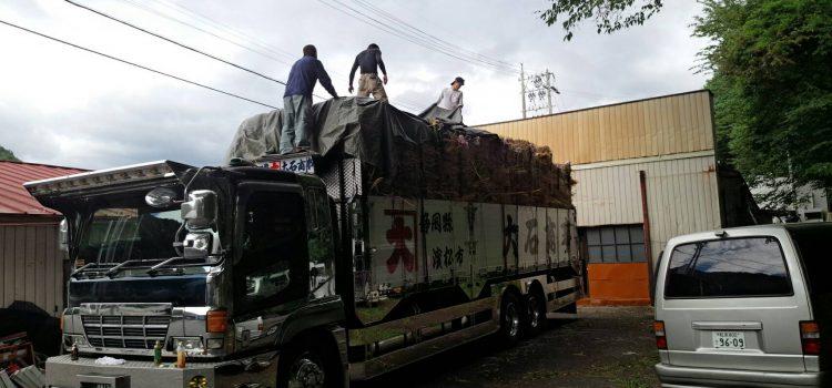 大型トラック平ボディー積み込み